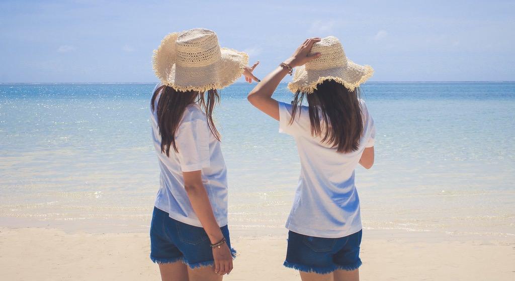 ビーチに女子